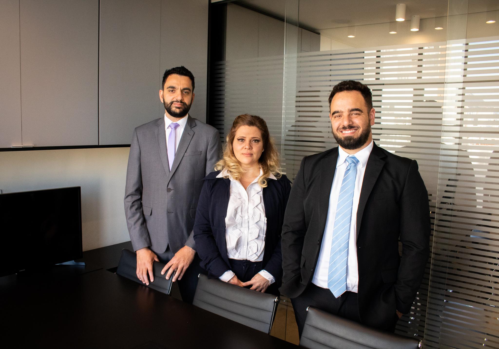 Advogados Alisson Mendes, Cristina Souza e Juan Diego
